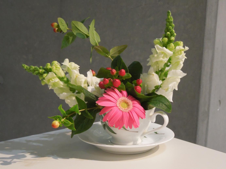 http://hacchi.jp/blog/upload/images/ikebana2.jpg
